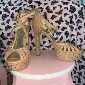 Guess Leather heeled shoes. Size 10M. Never worn.